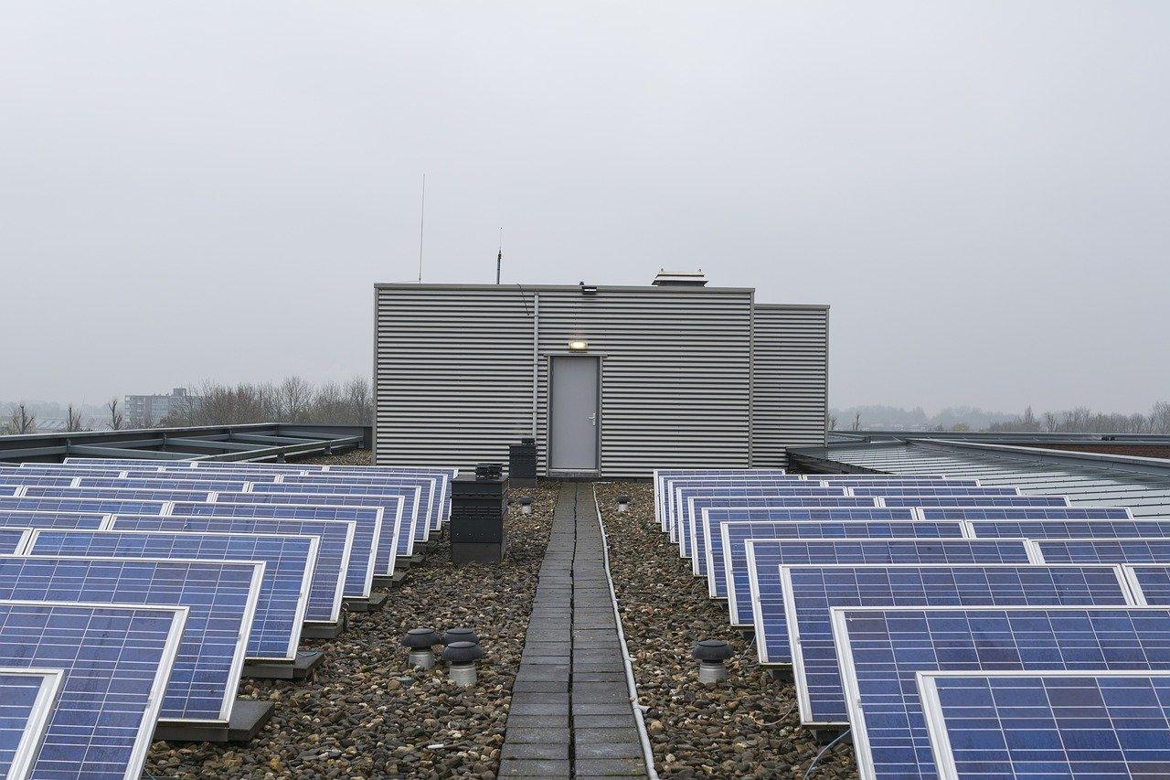 Zamiana energii słonecznej w prąd przy domu - czy to możliwe?