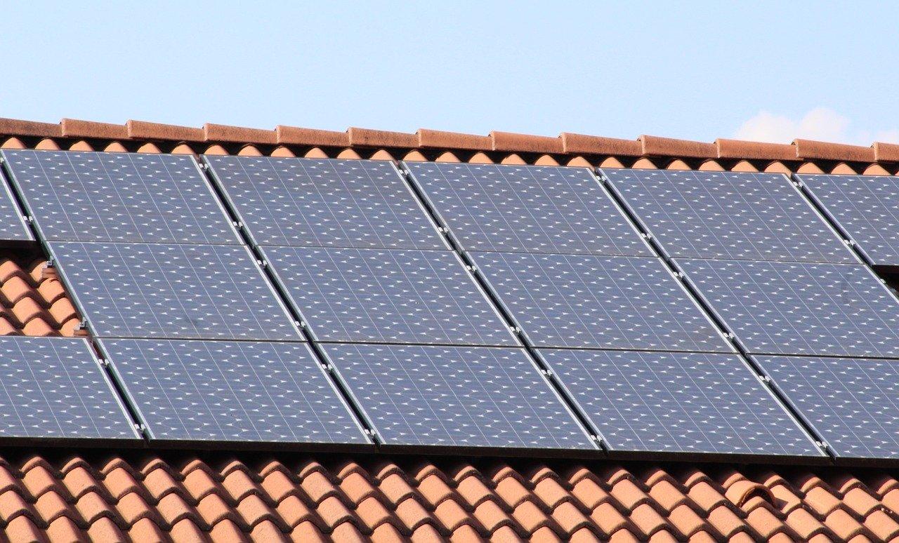 Panele fotowoltaiczne Bruk Bet Solar - co je cechuje?
