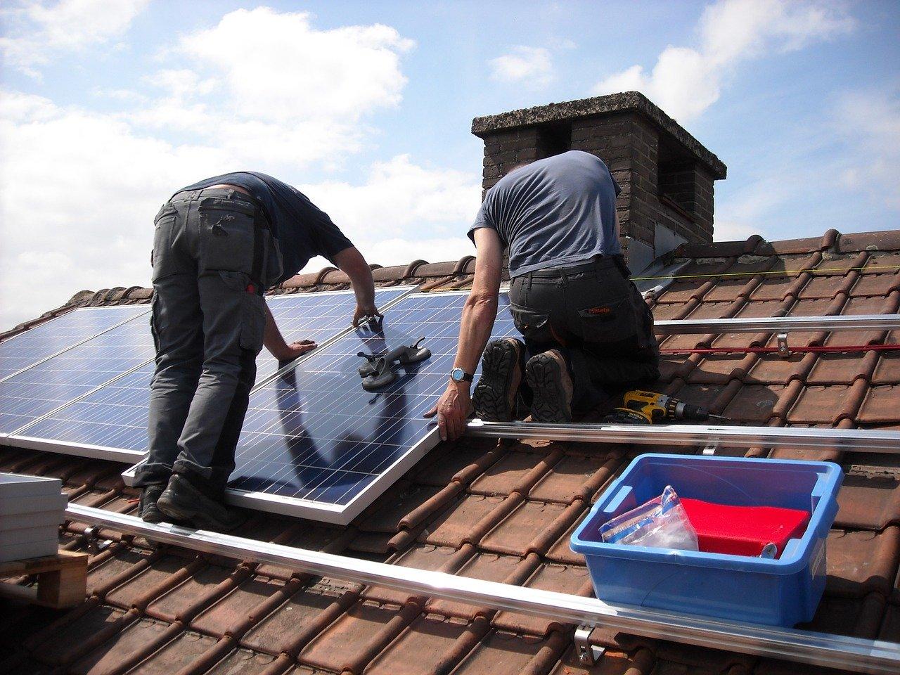 Czy każda firma zamontuje panele Znshine Solar ?